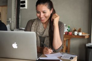 Freelance pricing strategies for digital nomad girls 2