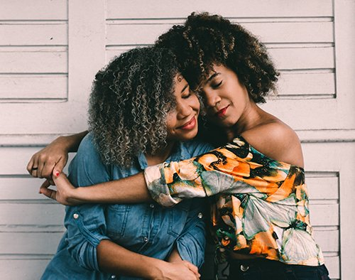 stay in touch with friends friendship digital nomad girls mental health