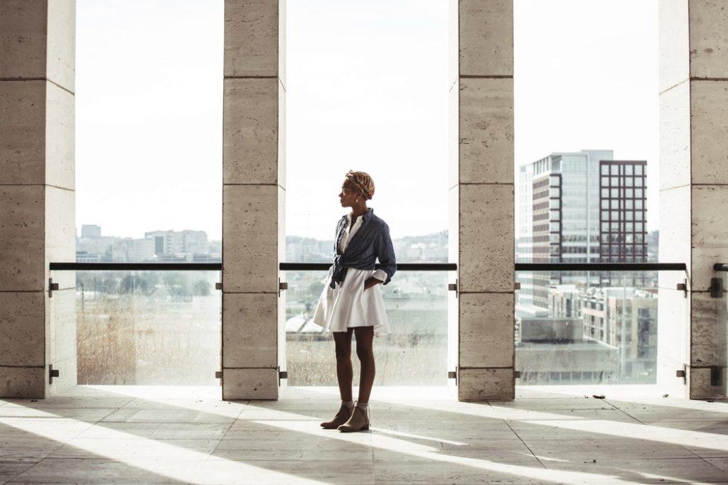 digital nomad girl travel settling in walking