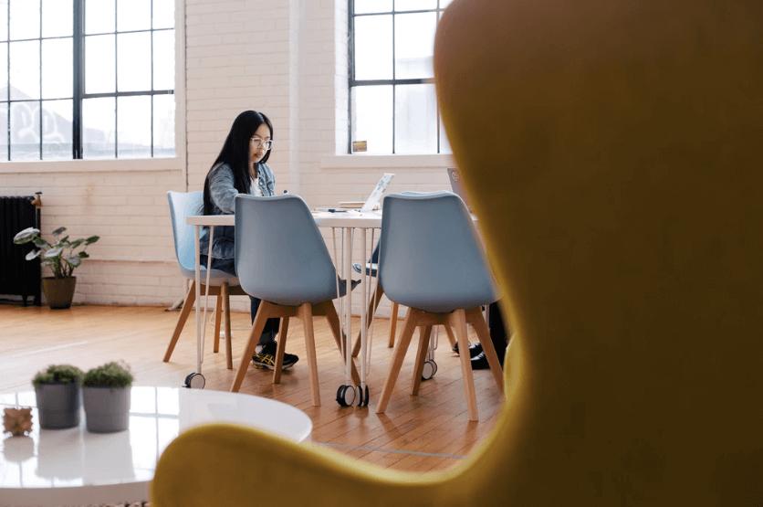 digital nomad girls translator online jobs